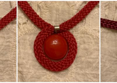 Piros és bordó kereben- üvegmedálok
