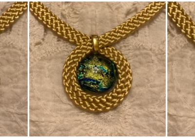 Arany keretben- dichroic üvegmedálok